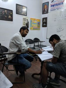 Coaching class for physics in dwarka 12th